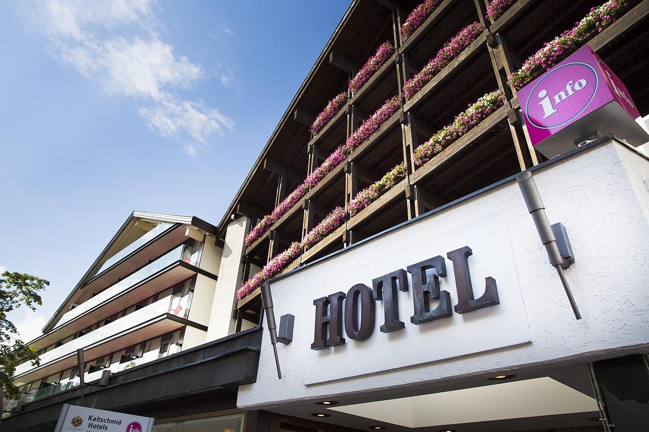 Alpenhotel fall in Love Frontansicht