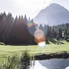 Slider-Golf-mit-Blick-auf-die-Hohe-Munde-1